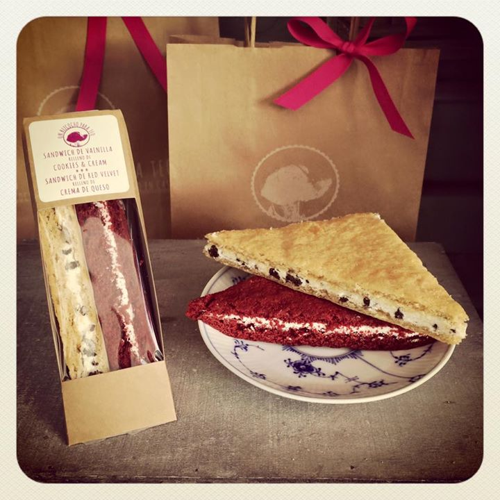 Oui Oui-un bizcocho para teo-sandwich red velvet-sandwich cookies and cream
