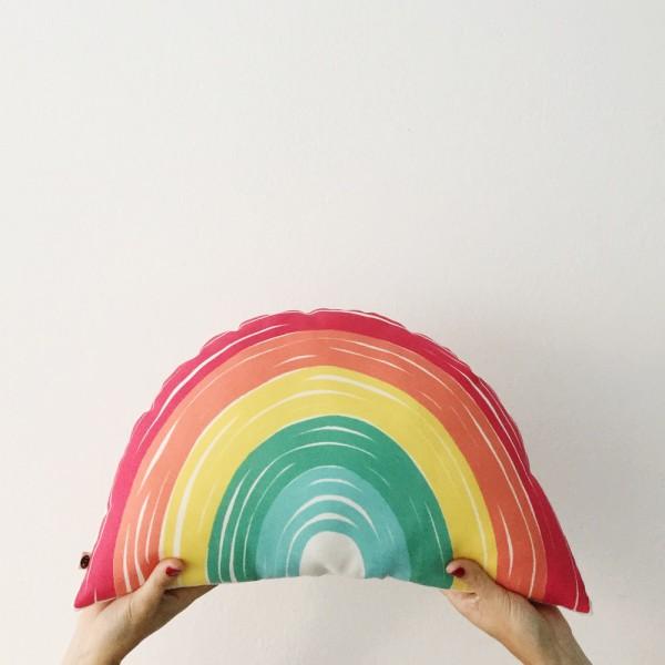 Oui Oui-cojin arcoiris