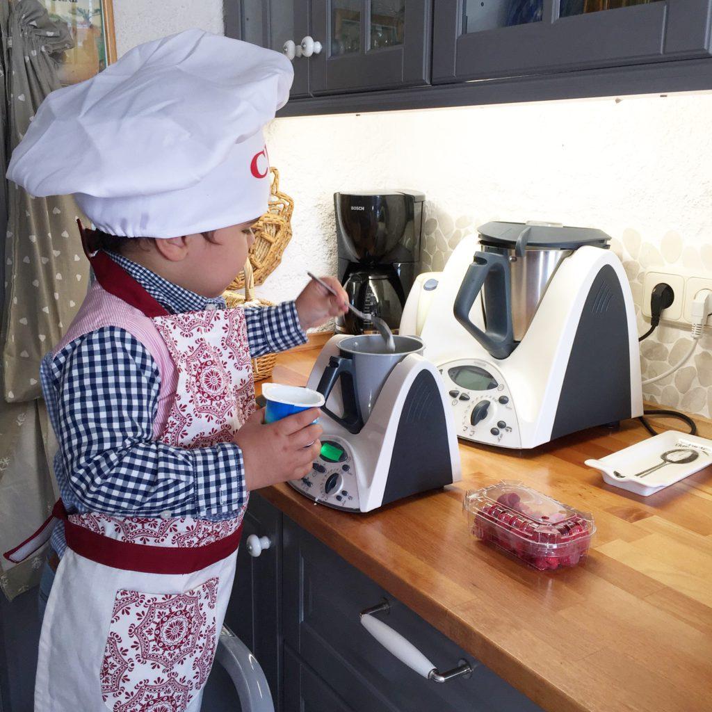 Oui Oui-martin cocinando-mini thermomix
