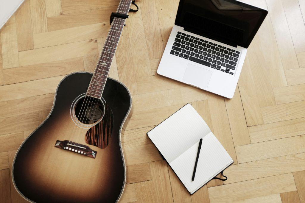 Oui Oui-te compongo tu cancion-canciones personalizadas-nanas personalizadas-guitarra