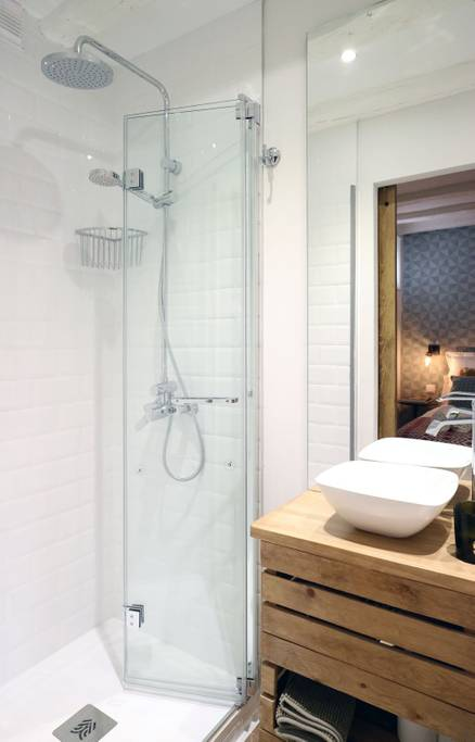 Oui Oui-apartamento centro Madrid mono airbnb-apartamento gran via barato-buen precio-airbnb-super host airbnb-apartamento turistico madrid -loft gran via-baño 2