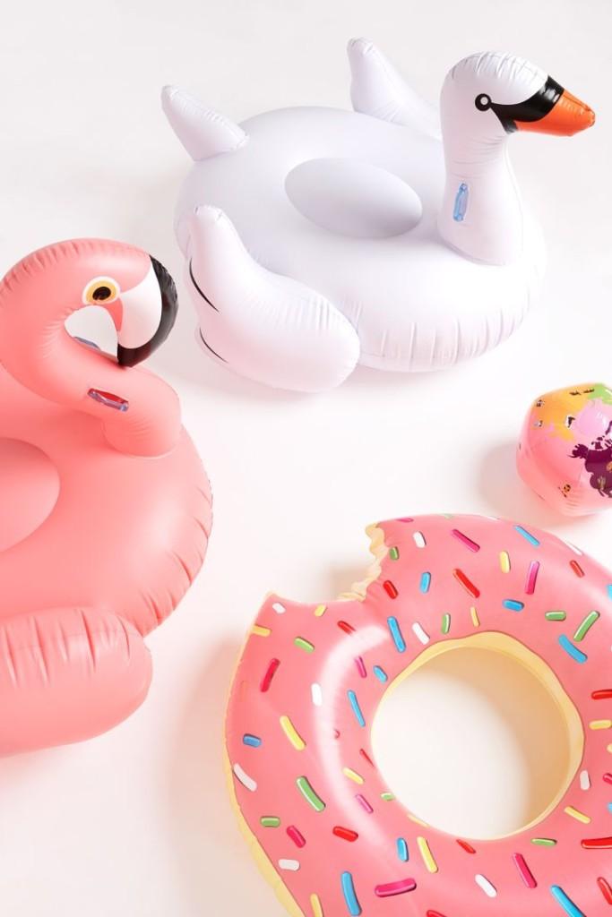 Oui Oui-pool party-flotadores gigantes-flotador pretzel-flotador donut-flotador cisne-flotador flamenco (4)