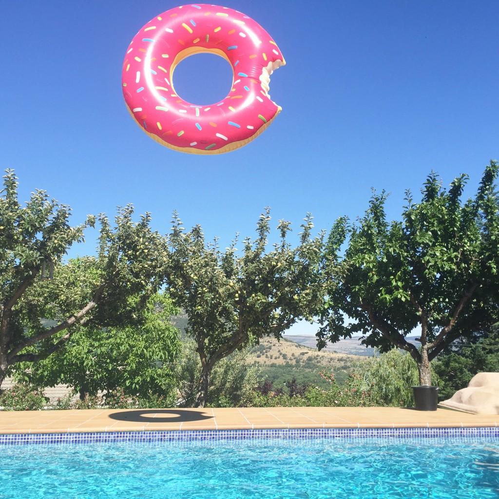 Oui Oui-pool party-flotadores gigantes-flotador pretzel-flotador donut-flotador cisne-flotador flamenco (7)