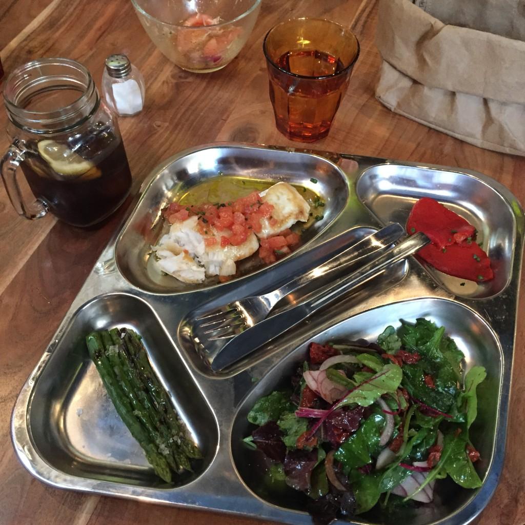 Oui Oui-restaurante platos combinados-LOVNI-bandeja