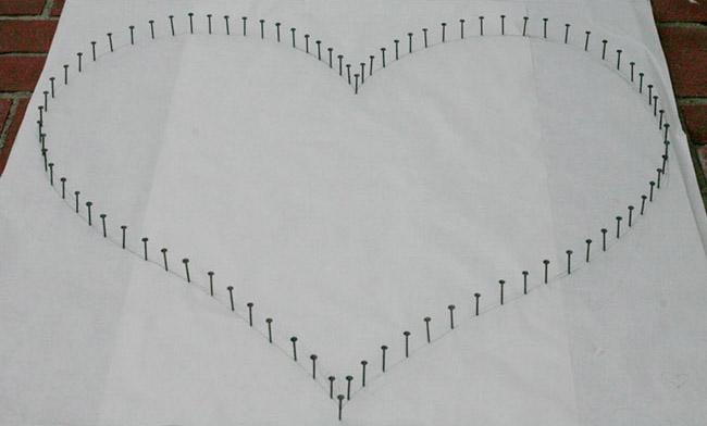 Oui Oui blog-regalo DIY San Valentin-corazon clavos hilo rojo (1)