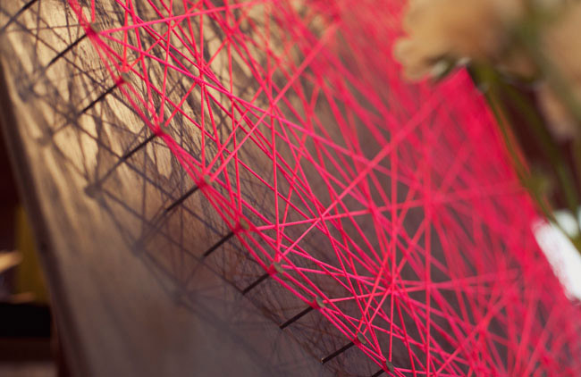 Oui Oui blog-regalo DIY San Valentin-corazon clavos hilo rojo (4)