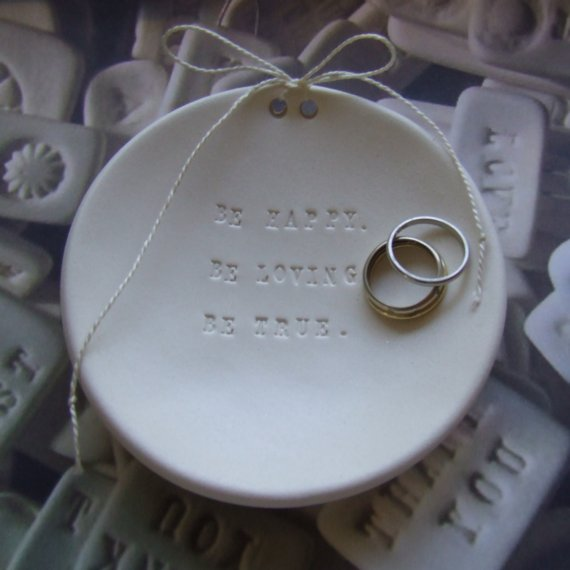 Oui Oui-plato anillos-paloma´s nest-porta anillos-be happy loving true