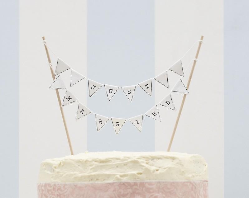Oui Oui - topper banderines just married
