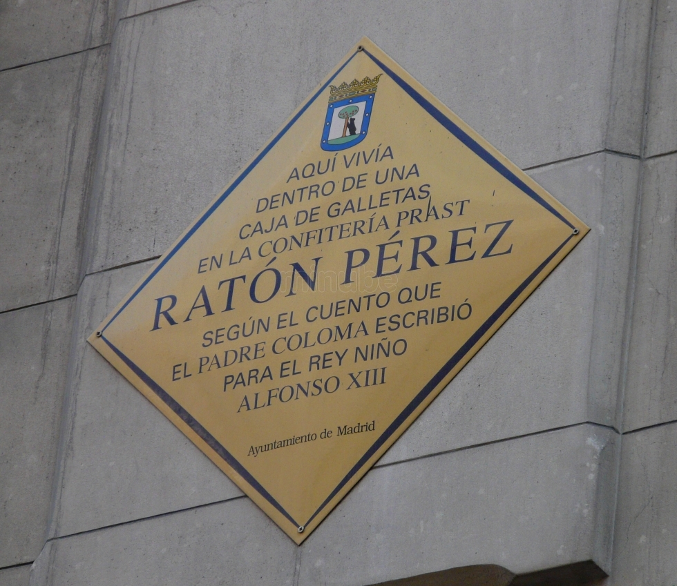 Placa Ratoncito Pérez-casa-museo-puertas ratoncito perez