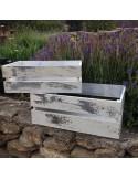 Caja de madera blanca desgastada