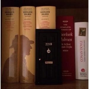 Puerta ratoncito Sherlock Holmes