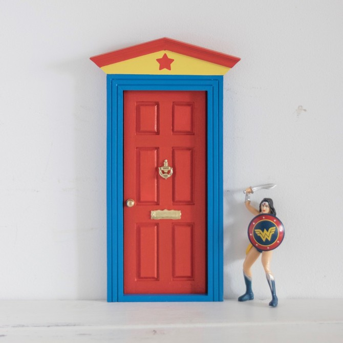 Puerta Ratoncito Wonder Woman