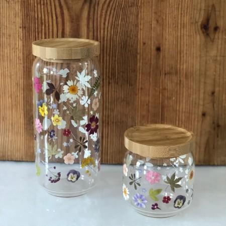Bote de cristal hermético con flores preservadas estampadas