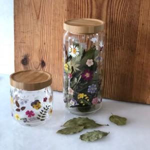 Bote de cristal con flores alto